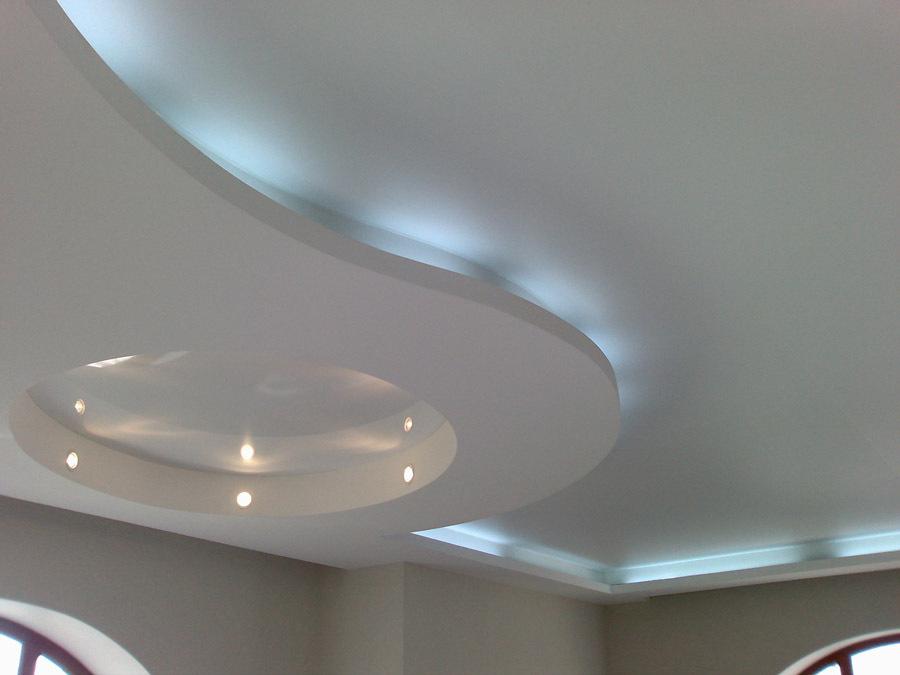 Матовый натяжной потолок с подсветкой