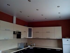 Матовые натяжные потолки на кухню