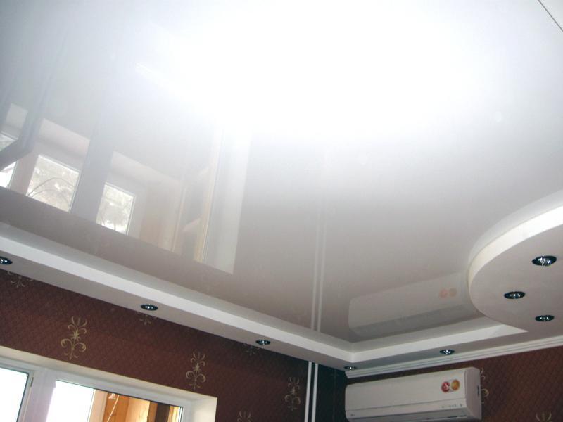 Натяжные потолки белого цвета фото
