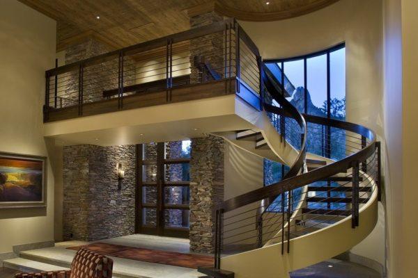 Лестница на второй этаж в современном интерьере