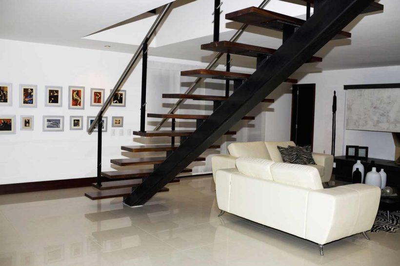 Модульные лестницы в интерьере частных домов