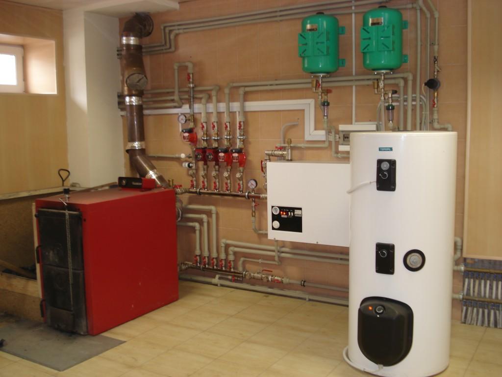 Монтаж отопления в загородном доме и коттедже