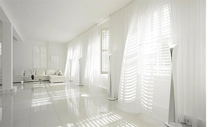 Натяжной потолок белого цвета