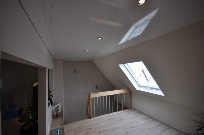 натяжные потолки на мансардном этаже фото