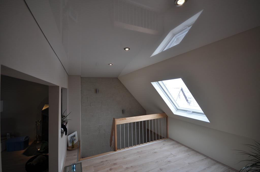 Натяжной потолок на мансардном этаже