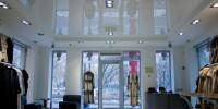 Натяжные потолки оптимально подходят для установки в торговых залах
