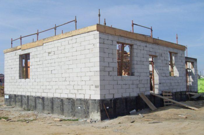 Толщина стен для постоянного проживания в доме из пеноблоков