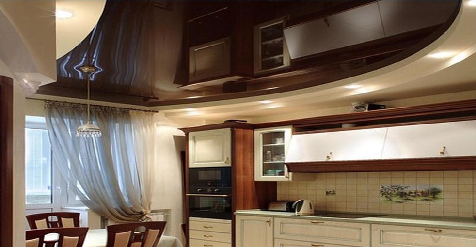 глянцевые или матовые натяжные потолки